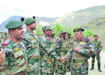 Индия прехвърли 50 хиляди войници по границата с Китай