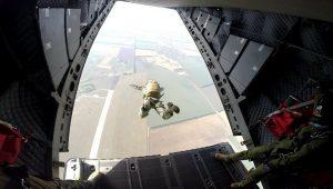 """Първи парашутни скокове за първокурсниците от ВВВУ """"Г. Бенковски""""-Долна Митрополия"""