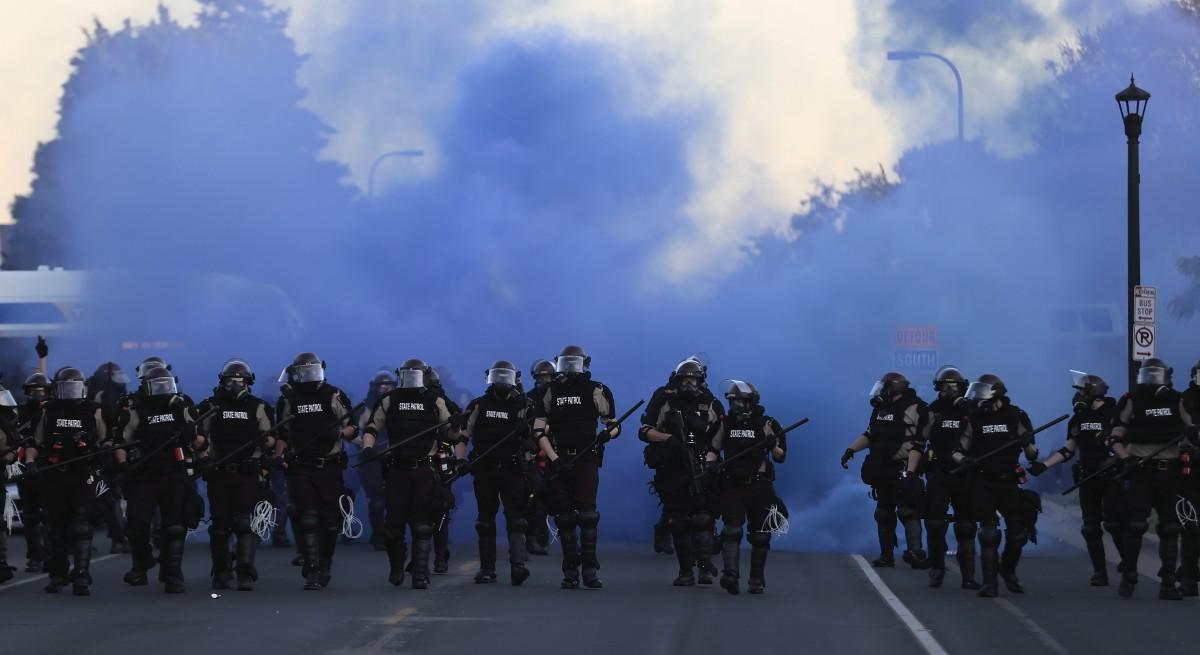 Високо напрежение в САЩ: Поредна нощ на масови протести в Минеаполис