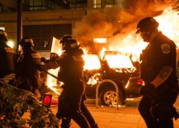 Протести и безредици след ново убийство на чернокож мъж от полицията в Минеаполис