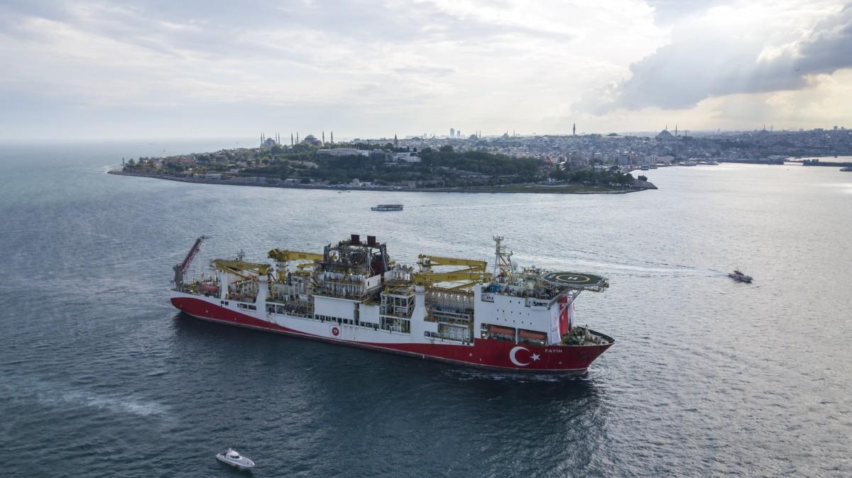 """Турският кораб """"Фатих"""" започна нови сондажи в Черно море"""