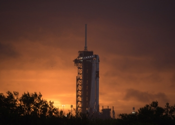 СпейсЕкс изстреля ракета носител със спътници Старлинк