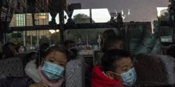 Китай въвежда данъчни облекчения за отглеждане на деца, за да даде тласък на раждаемостта