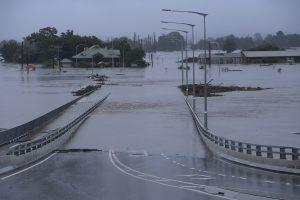 Масова евакуация заради рекордните наводнения в Нов Южен Уелс