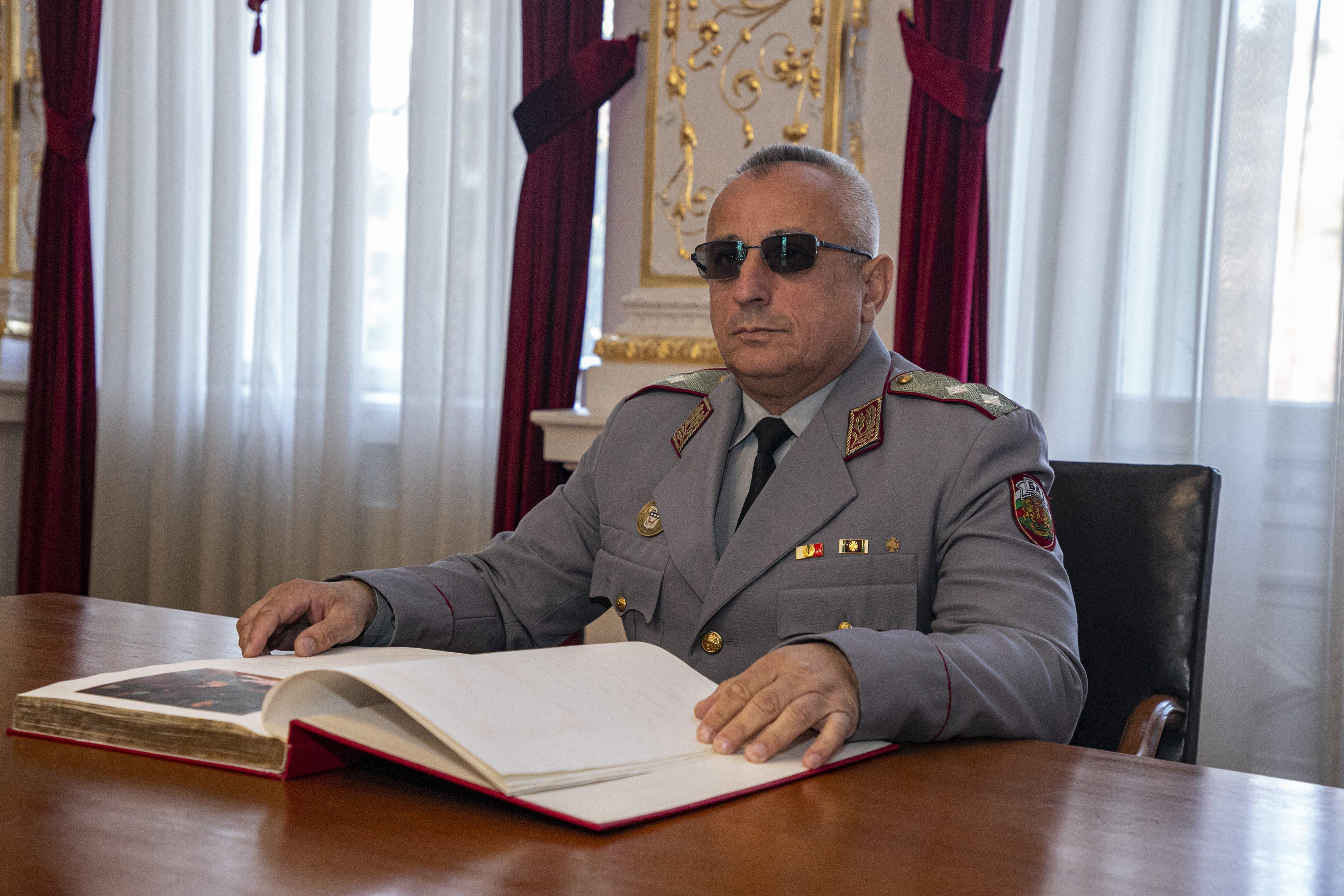 Генерал-майор д-р Груди Ангелов: Не спираме учебния процес и в най-трудните времена за страната