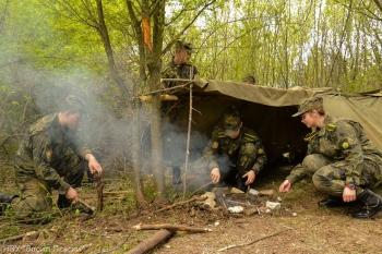 Първокурсници от НВУ тренираха как се оцелява в природата