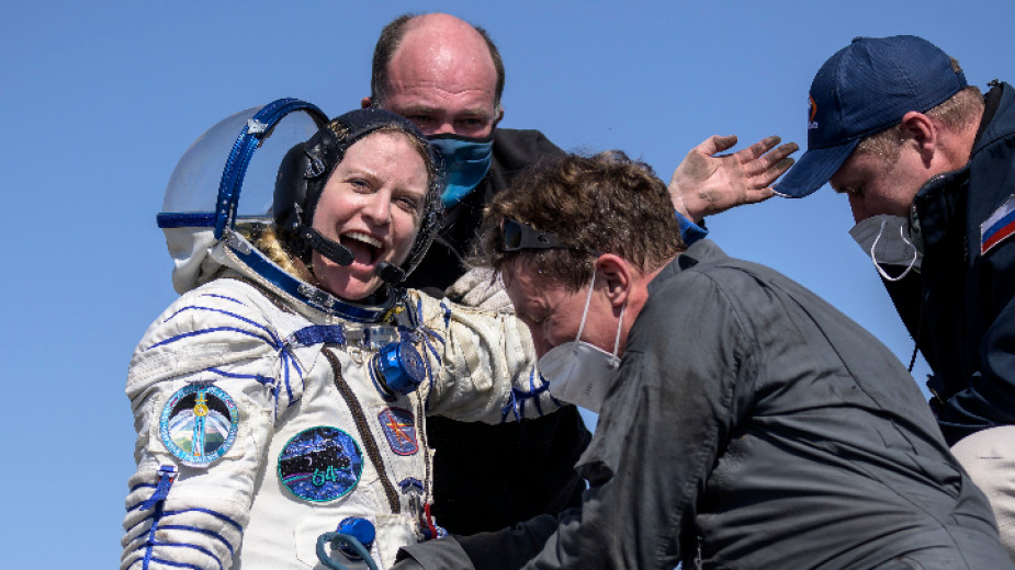 Двама руски космонавти и американска астронавтка се завърнаха от МКС