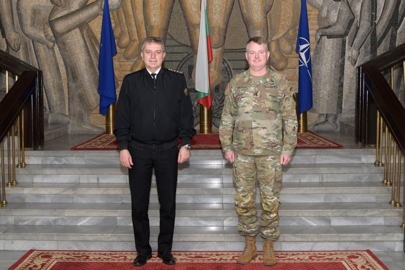 Началникът на отбраната адмирал Емил Ефтимов се срещна с командващия на 21-во логистично командване от състава на Сухопътните сили на САЩ в Европа и Африка генерал-майор Кристофър Мохан