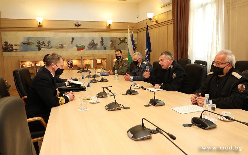 Началникът на отбраната адмирал Емил Ефтимов приветства новоназначения аташе по отбраната на Великобритания за България