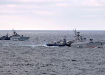 Военни кораби на Китай и Русия притесняват Япония