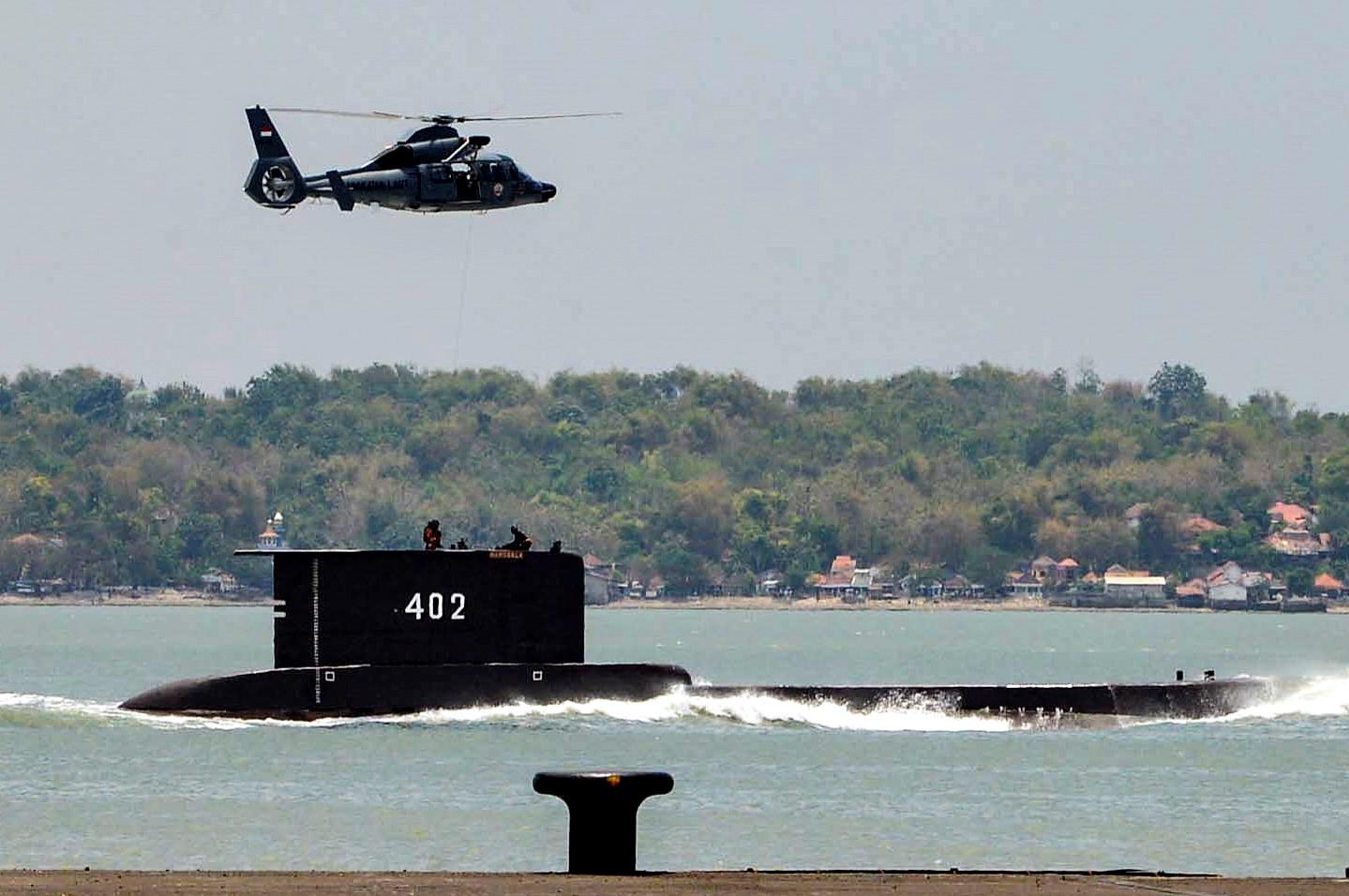 Откриха индонезийската подводница на дъното, разбита на три, няма оцелели
