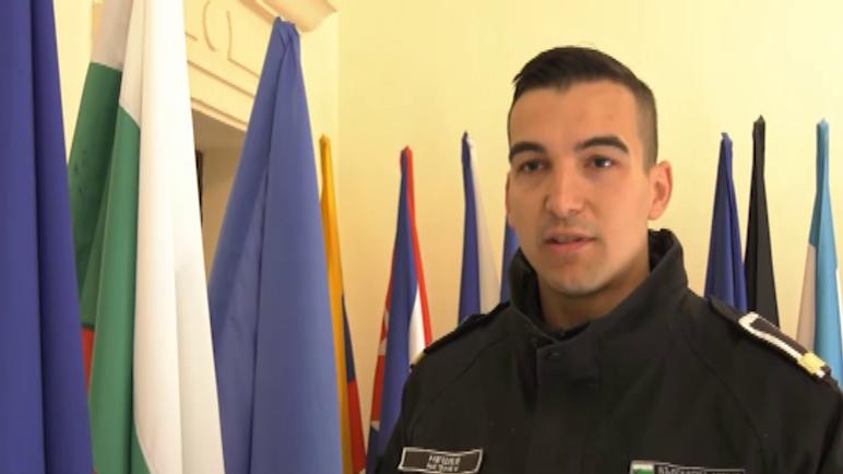 """Младежкият посланик на НАТО от ВВМУ """"Н. Й. Вапцаров"""" – курсант главен старшина Венилин Нешев, тази година завършва своя мандат. Той определи като успешна дейността си, от която е научил много за Алианса."""