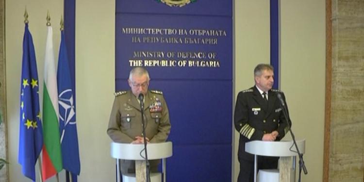 България е сигурен партньор на НАТО и ЕС за поддържане на сигурността и мира на Западните Балкани и в Черноморския регион. Това заяви председателят на Военния комитет на Европейския съюз генерал Клаудио Грациано, който е на посещение у нас по покана на началника на отбраната адмирал Емил Ефтимов. Двамата обсъдиха актуални въпроси от сферата на сигурността и отбраната, както и Общата политика за сигурност и отбрана на ЕС.