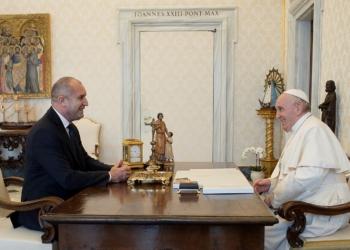 Нямаме нужда от посредници. Никой не познава по-добре нашата история от самите нас. Това заяви президентът Румен Радев по повод предложението европейски историци да се включат в смесената българо-македонска комисия. Държавният глава е в Рим, където беше на аудиенция при папа Франциск във Ватикана.