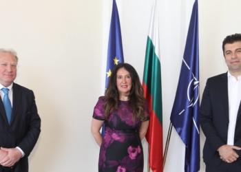 Министрите на външните работи и на икономиката Светлан Стоев и Кирил Петков се срещнаха с посланика на САЩ Херо Мустафа