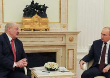 Путин подкрепи Беларус в противопоставянето й със Запада заради отклонения самолет