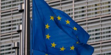 Европейските лидери се опитват да постигнат компромис за имиграцията, докато броят на пристигащите нараства