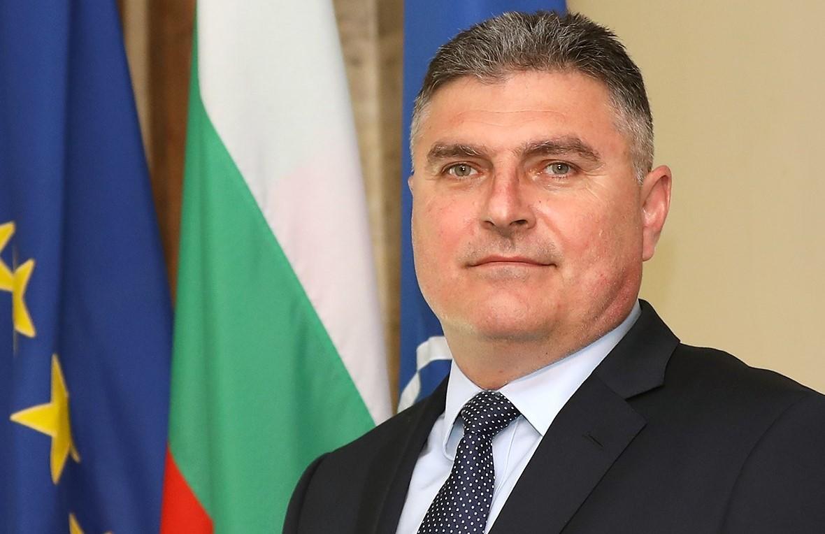 Министърът на отбраната: Имам съмнения, че не са защитени интересите на МО и на държавата