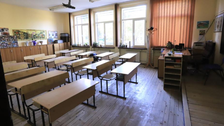 Всички ученици от 5 до 11 клас се връщат в училище