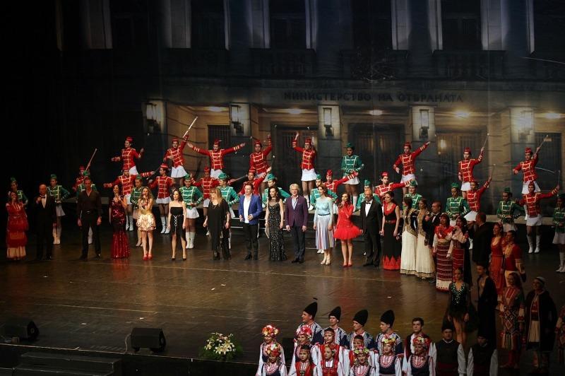Представителният ансамбъл на въоръжените сили и Гвардейският представителен духов оркестър с празничен концерт в София