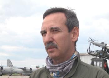 """Хеликоптер """"Кугър"""" с националния трикольор ще открие военното авиошоу в небето над София на 6 май"""
