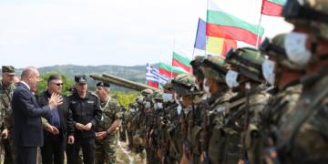 """Президентът Румен Радев наблюдава заключителния етап на учението """"Ответен удар 21"""""""