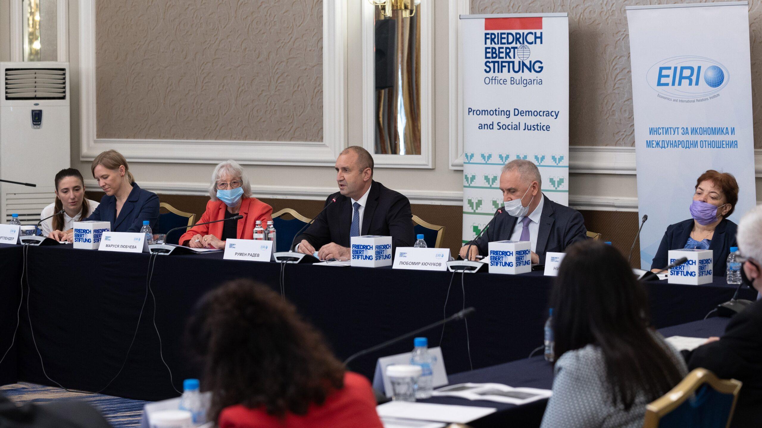 """Румен Радев: Източна Европа има огромна нужда от инвестиции и активният диалог на най-високо равнище в рамките на инициативата """"Три морета"""" е послание към бизнеса"""