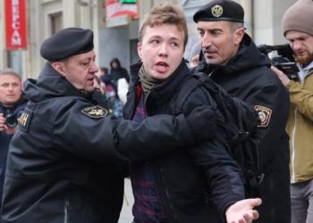 Подсъдими, но под домашен арест - Беларус пусна от ареста Протасевич и приятелката му