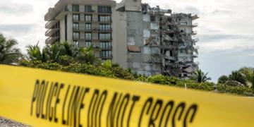 Спасителите сложиха край на издирването на оцелели под отломките на срутилата се жилищна сграда във Флорида