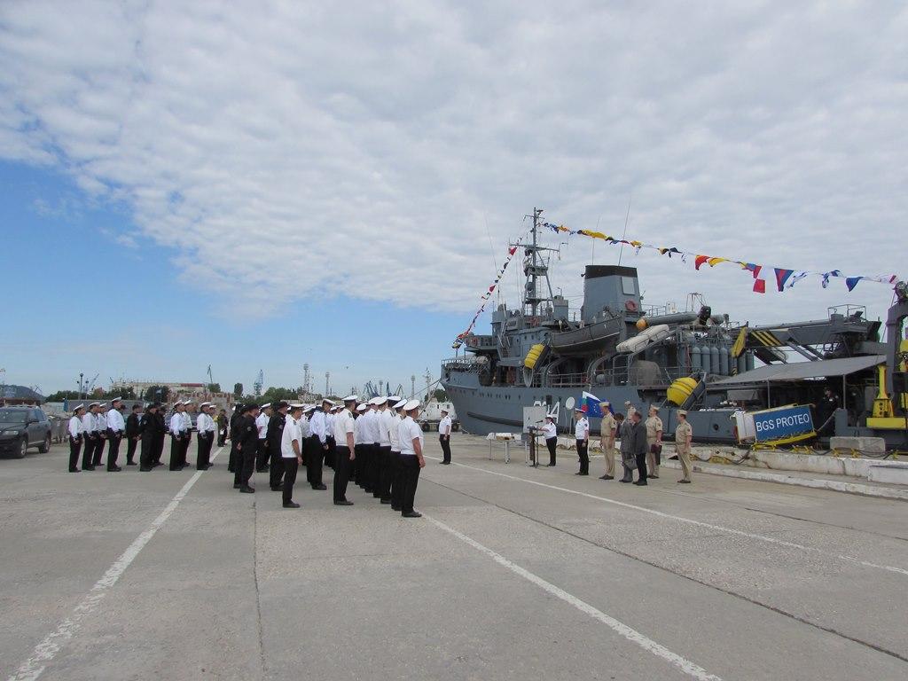 """Празнуват военните моряци от """"Протео"""""""