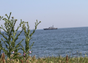 """Военноморските сили възобновяват операцията по издирването на """"черната кутия"""" на падналия самолет МиГ-29"""
