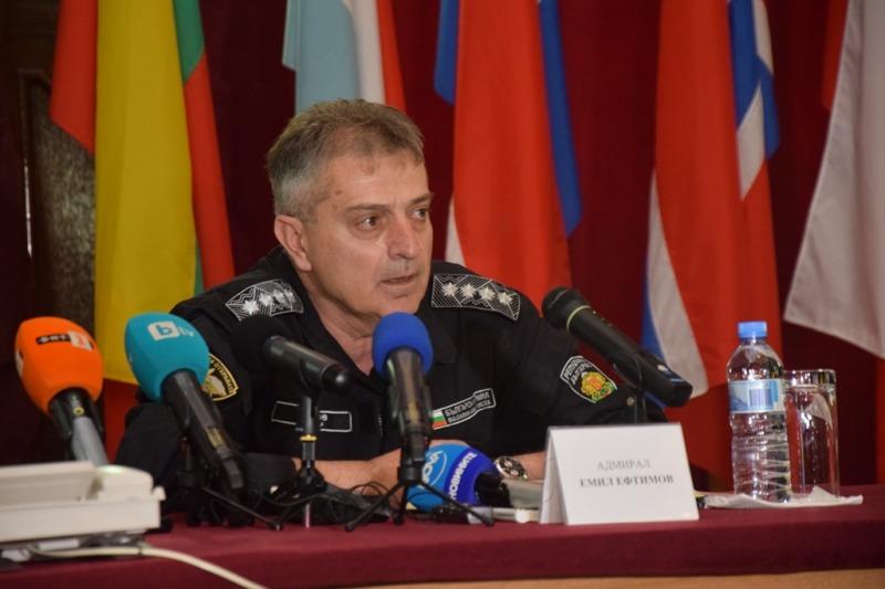 """Началникът на отбраната адмирал Емил Ефтимов: Продължават издирвателните дейности за намиране на """"черната кутия"""" на МиГ-29"""