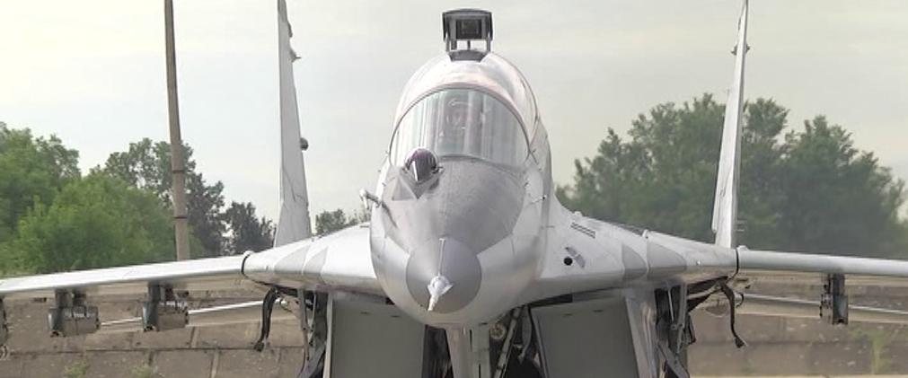 Операцията по издирването на падналия МиГ-29 в Черно море продължава