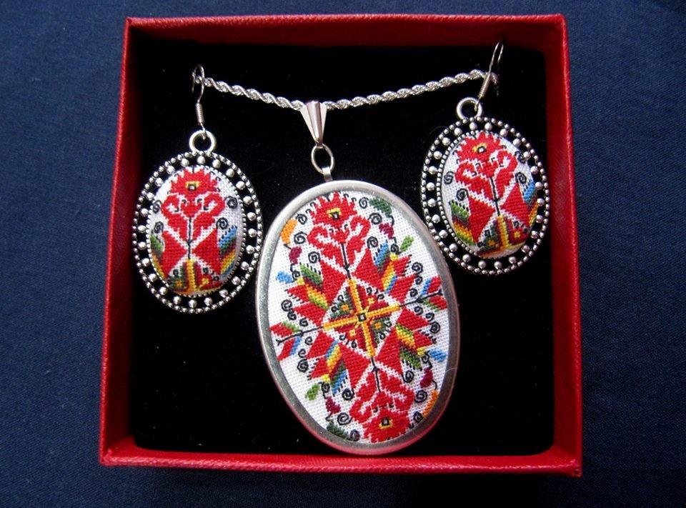 символи в старите български накити