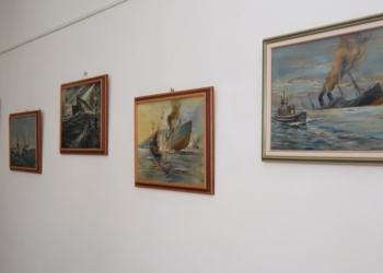 """Изложба """"Картини от личната колекция на контраадмирал Иван Вариклечков"""" беше открита във Военноморския музей"""