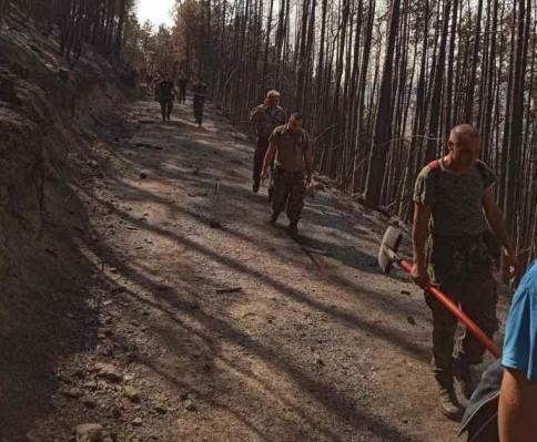Военнослужещи от 4-ти артилерийски полк продължават участието си в гасенето на пожара над с. Югово в Родопите