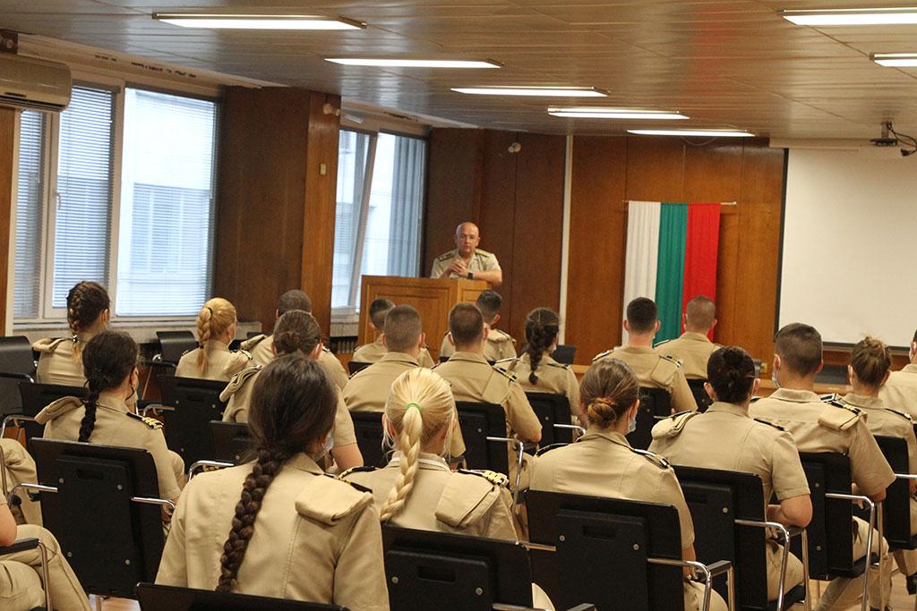Бъдещите военни лекари стажуват във ВМА