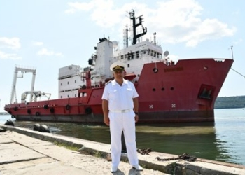Избраха с конкурс името на военен изследователски кораб