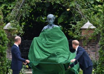 Уилям и Хари откриха статуя на принцеса Даяна