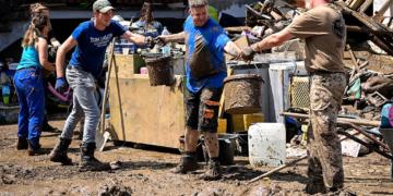 Стотици жертви и изчезнали след наводненията в Eвропа