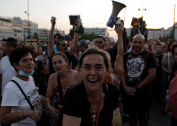 Протестни шествия във Франция и Гърция заради новите ограничителни мерки