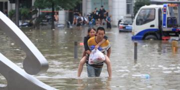 Китай след наводненията - продължава да расте броя на загиналите