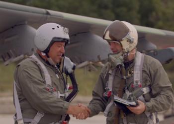 Първи полети на боен самолет за младите в Безмер
