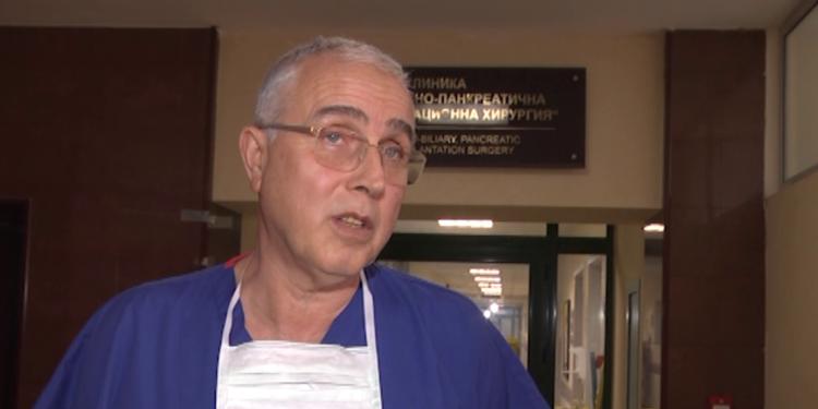 Екип на ВМА трансплантира черен дроб на мъж след КОВИД