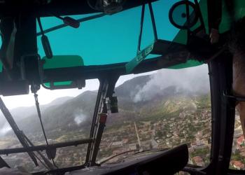 Два вертолета и военнослужещи се включват в гасенето на пожара край селата Югово и Нареченски бани