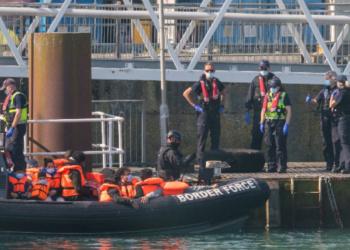 Лондон и Париж в спор за мигрантите през Ламанша
