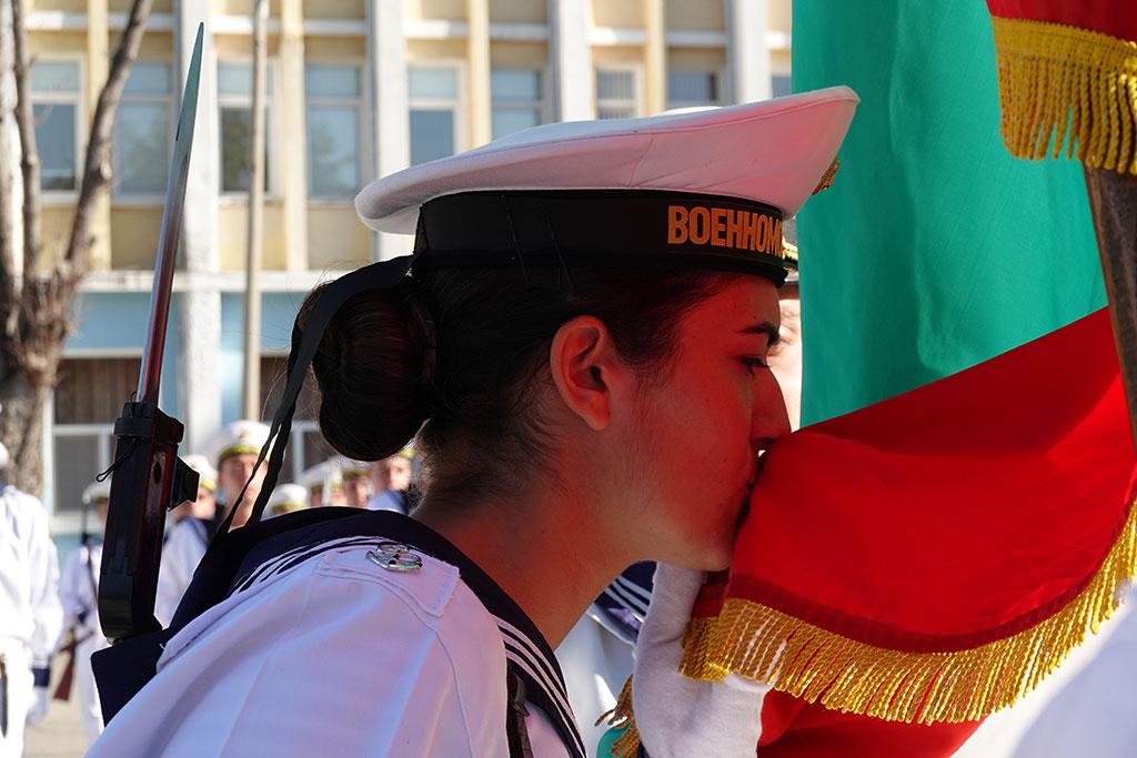 Военна клетва положиха 56 курсанти от Морското училище