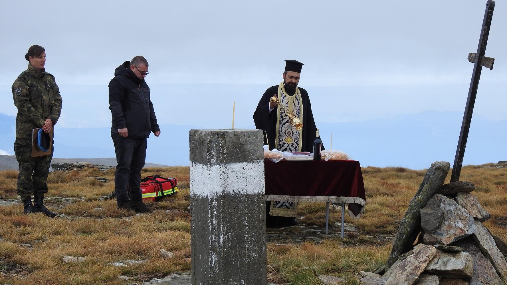 Воини и политици изкачиха връх Каймакчалан