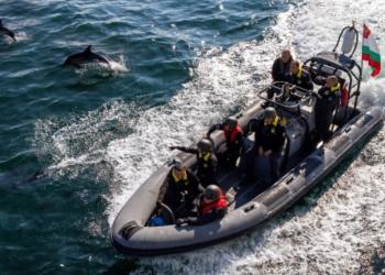 Продължават тактическите учения на море