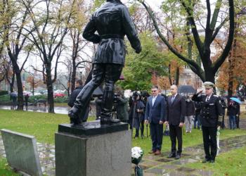 Президентът Румен Радев благодари на хората със сини пагони